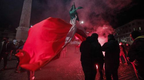 Forrongó Olaszország: gasztroellenzékiek és maffia-szervezte tüntetés – videó
