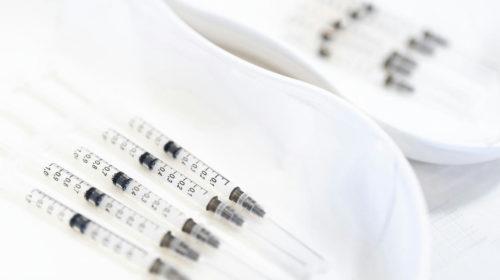 A kormány azért nem rendelt többet a Moderna vakcinájából, mert sokallta az árát